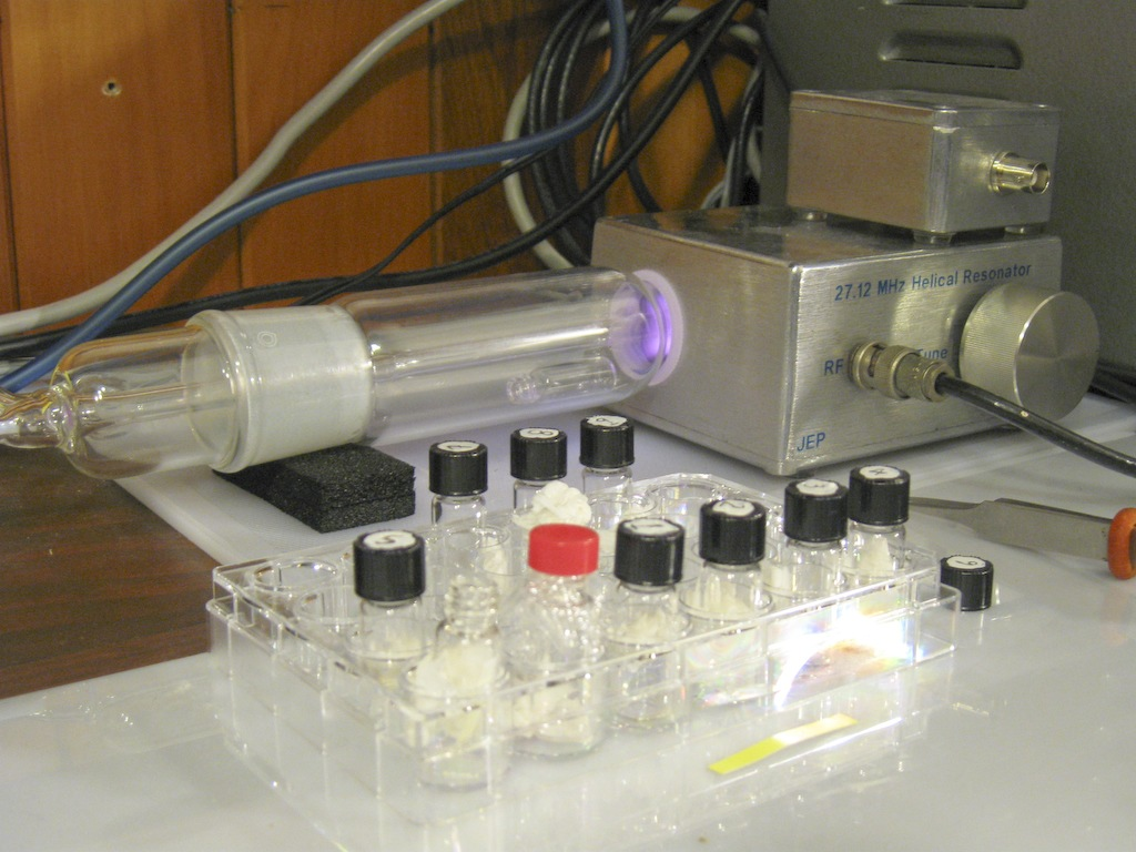 Plasma ashing of foraminifera in a small bottle